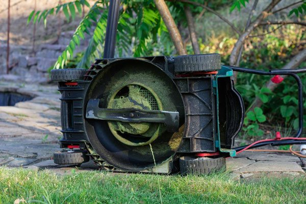 Benefits-of-Mulching-Blade